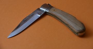 Bakıda bıçaqla kassiri hədələyərək pul alan yeniyetmə tutulub