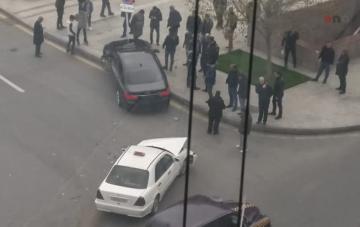 Heydər Əliyev Sarayının qarşısında 2 avtomobil toqquşub - [color=red]FOTO[/color]