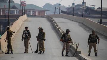 India partially closes Kashmir highway for civilians