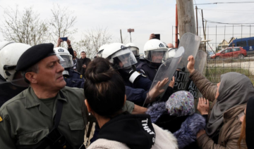 Greek minister urges migrants to leave Greece's northern border
