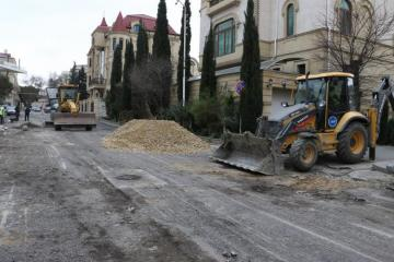 Süleyman Dadaşov küçəsində təmir işləri aparılır