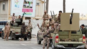 Qəddafinin keçmiş əsgərlərindən ibarət ordu Tripoliyə daxil olmaq üzrədir