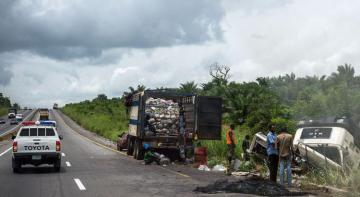 В ДТП с автобусом в Нигерии погибли не менее 19 человек