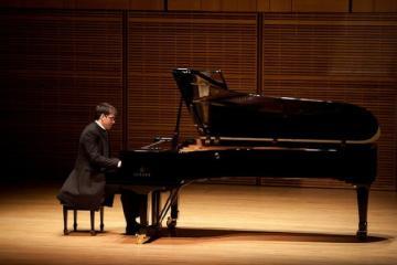 В Баку выступит известный арабский пианист