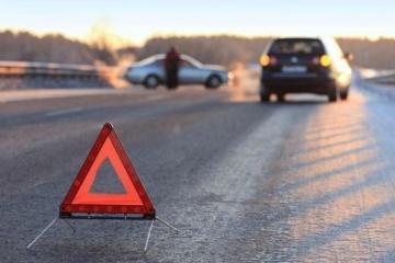 В Шеки автомобиль сбил трех школьниц