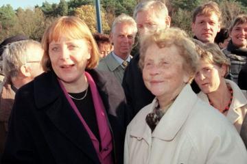 Angela Merkelin anası dünyasını dəyişib