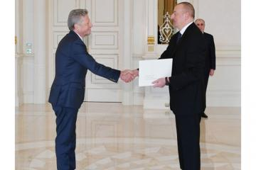 President Ilham Aliyev received credentials of incoming Argentine ambassador
