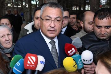 Председатель Госкомитета осмотрел сгоревшее здание в Баку