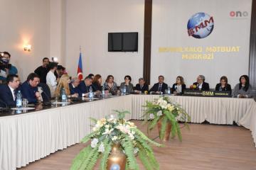 Совет прессы проводит конференцию в связи с самоубийством школьницы в Баку - [color=red]ФОТОСЕССИЯ[/color]