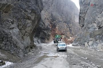 Угроза обвала на дороге Губа-Хыналыг сохраняется