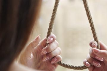 Şabranda 3 uşaq anası intihar edib