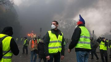 В Тулузе начались столкновения протестующих с полицией