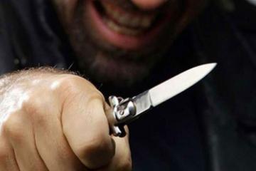 Kafedə dava düşüb, bıçaqlanan var