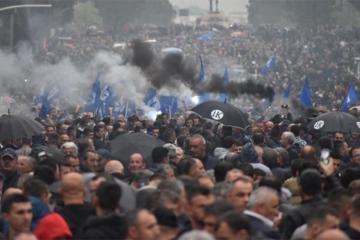 Albaniyada aksiyada polislə toqquşma olub, 15 nəfər yaralanıb