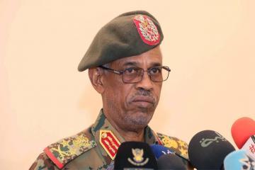 Военный совет Судана объявил об отставке министра обороны