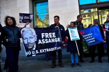 Эквадор атакуют хакеры из-за Ассанжа