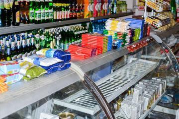 Paytaxtda marketdən bahalı konyak oğurlayan şəxs saxlanılıb