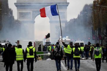 "Власти Парижа запретили 20 апреля акции протеста ""желтых жилетов"" в районе Нотр-Дама"