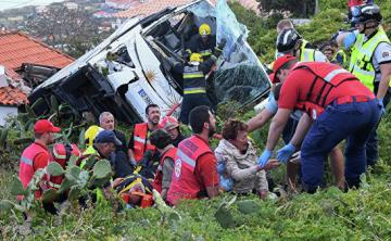 Автобус с туристами съехал с дороги в районе Эребру в Швеции