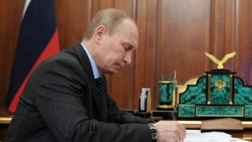 Putin signs decree easing citizenship rules for residents of Ukrainian regions