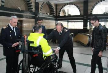 Metroda əlil arabaları ilə daşınmaya xidmət edən yeni qurğu alınıb
