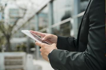 Azərbaycanda daha iki bank müştərilərinə mobil elektron imza verəcək