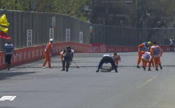 На Гран-При Азербайджана «Формула-1» произошла первая авария, заезд приостановлен