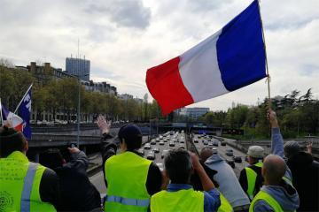 """Fransada 23 mindən çox """"sarı jiletlilər"""" etiraz aksiyası keçirib"""