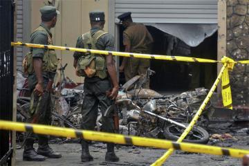 Şri-Lankada terrorçuların izinə düşən polisə silahla qarşılıq verilib, ölənlər var