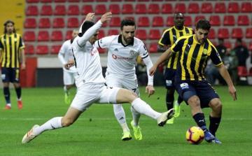 """""""Beşiktaş"""" """"Qalatasaray""""a çatıb"""