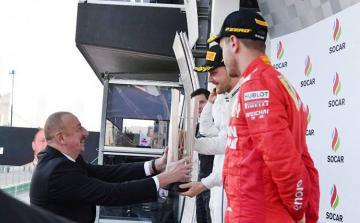 """""""Formula-1"""": Kuboku Azərbaycan Prezidenti İlham Əliyev təqdim edib - [color=red]YENİLƏNİB[/color]"""