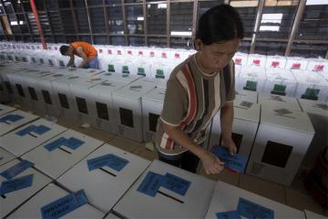Более 270 человек умерли, считая голоса на выборах в Индонезии