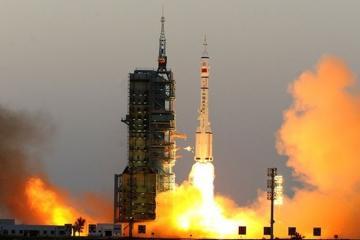 Китай успешно запустил два научных спутника
