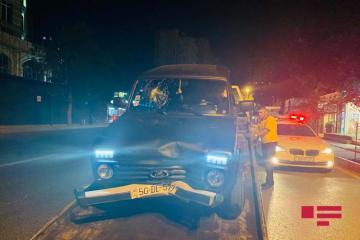 """Bakının Nəsimi rayonunda """"Niva"""" dayanmış avtomobilə çırpılıb - [color=red]FOTO[/color]"""