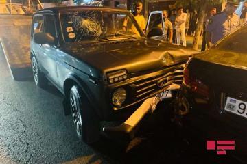 """В Баку """"Нива"""" врезалась в припаркованный  BMW - [color=red]ФОТО[/color]"""