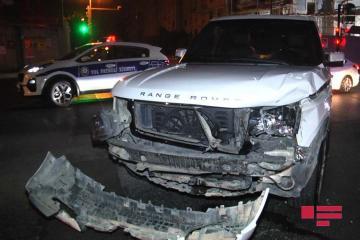 Range Rover спровоцировал серьезное ДТП в Баку -[color=red] ФОТО[/color]-[color=red]ВИДЕО[/color]
