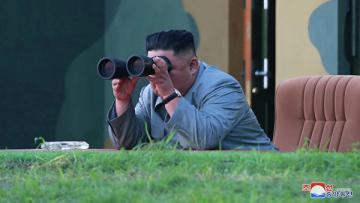 """Ким Чен Ын наблюдал за испытанием """"нового оружия"""""""