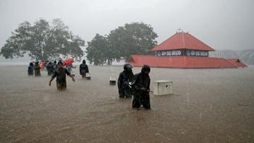 В Индии в результате наводнений погибли более 100 человек ...