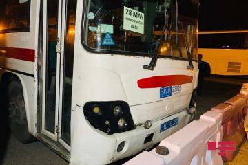 В Баку столкнулись мотоцикл и автобус  - [color=red]ФОТО[/color]