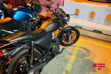 Bakıda motosiklet avtobusla toqquşub, xəsarət alan var - [color=red]FOTO[/color]