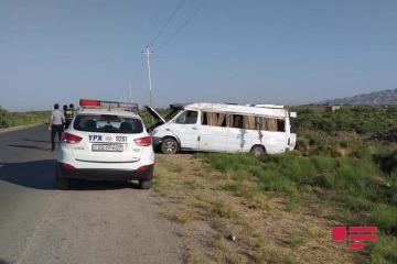 Микроавтобус попал в ДТП в Гаджигабуле: ранены 8 человек - [color=red]ФОТО[/color]