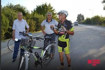 Azerbaijani cyclist, aged 70 rides 4 thousand km distance  - [color=red]PHOTO[/color]
