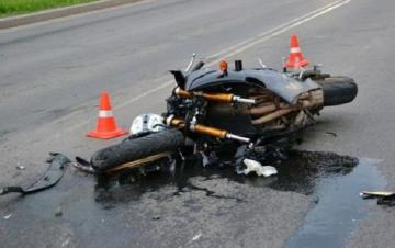 В Гяндже мотоцикл столкнулся с автомобилем, есть раненые