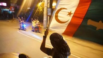 Moro müsəlmanlarının üçrəngli yeni bayrağı qəbul edilib
