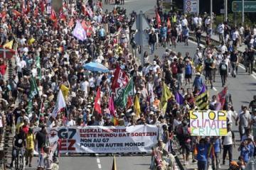 Полиция применила слезоточивый газ против митингующих во Франции
