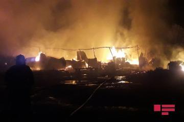 Пожар на рынке древесины в Гяндже потушен - [color=red]ФОТО[/color] - [color=red]ВИДЕО[/color] - [color=red]ОБНОВЛЕНО[/color]