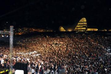В парке Центра Гейдара Алиева состоялся концерт звезд эстрады  - [color=red]ФОТО[/color]