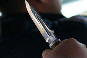 В Баку неизвестный тяжело ранил ножом 50-летнюю женщину