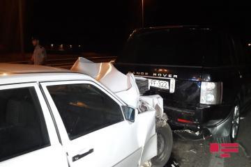 Bakıda 2 avtomobil toqquşub, bir nəfər yaralanıb - [color=red]FOTO[/color] - [color=red]VİDEO[/color]