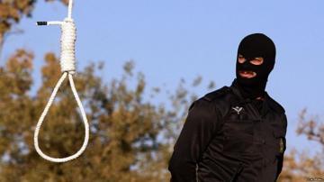 Iran hangs murderer of friday prayer imam
